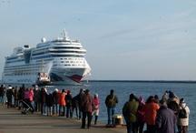 AIDA & Kreuzfahrten / Nun wir sind AIDA Fans und haben schon mehrere Reise auf der Flotte der AIDA Cruises mit Begeisterung hinter uns.  Egal ob wir mit der AIDA bella  im Mittelmeer, der AIDA blu in der Nordsee oder mit der AIDA cara die Kanarischen Inseln besucht haben, wir mögen die Reisen auf den Schiffen mit dem rotem Kussmund. Aber auch andere Schiffe sind eine Reise wert, z.b. mit der MS Zandam.