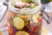 Einmachen - die besten Rezepte für Obst und Gemüse / Ob Marmelade, Gewürzgurken oder Likör - mit diesen Rezepten kannst du die Ernte des Sommers in Gläsern konservieren.