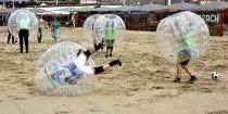 Strandactiviteiten / A-Way Events & Wellness, gelegen op loopafstand van het strand, organiseert bijzondere- en spraakmakende strandactiviteiten. Naast het puur beleven van de strandactiviteiten wordt er naar gestreefd daadwerkelijk de strandactiviteiten onder de knie te laten krijgen! Dit komt de beleving uiteraard ten goede.