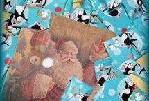 Pakkekalender til børn og voksne 2015 / Nu kan du igen bestille den populære og personlige pakkekalender fra Con Amore. Glæd dit barn, partner, veninde m.v., og lad os ordne kalendergaverne for dig. Du  får 24 gaver flot pakket ind og unikt udvalgt. Du kan bestille her http://cona.dk/category/pakkekalender-og-gavekalender-til-boern-og-voksne-1/, eller du kan komme forbi Con Amore, Ndr. Frihavnsgade 50, Østerbro. Vi laver flotte pakkekalendere til både børn og voksne.