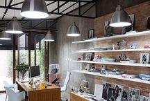 Corporativo / Espaços corporativos muito inspiradores! #hugarquitetura #huginspira #escritorio #corporativo #saladeespera #office #arquitetura #decoracao #design