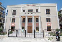 Αλεξανδρούπολη / Η πρωτεύουσα του νομού είναι μία σύγχρονη τουριστική πόλη, με πολλές ξενοδοχειακές μονάδες, αμέτρητα εστιατόρια, ταβέρνες, καφέ και αποτελεί σημαντικό εμπορικό κέντρο. Η πόλη τοποθετείτε μόλις 30 χλμ. μακριά από τα Ελληνοτουρκικά σύνορα και 310χλμ. από τη Θεσσαλονίκη, ενώ είναι προσβάσιμη οδικώς, αεροπορικώς, αλλά και με τρένο.