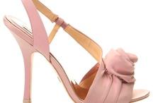 Bellos zapatos / by Myriam Buznego