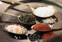 Especias y aditivos para sibaritas / Recopilación de tipos de especias del mundo, sales y aditivos gourmet.