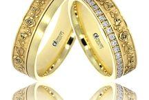 Verighete aur cu motive florale / Va prezentam modele de inele de nunta din aur galben, alb sau roz cu design spectaculos, de inspiratie florala.   Bijutierii din atelierele Atcom creeaza doar benzi de casatorie care rezista probei timpului, dovedindu-se de o calitate superioara si beneficiind de finisaje premium.