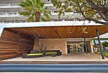 JS Sol de Alcudia, Playa de Alcúdia / Recientemente renovado, se encuentra muy cerca de la playa de Alcúdia y a escasos metros del centro comercial y de ocio. Entre sus servicios e instalaciones, destaca el moderno 12 to 12 Lounge con terraza, piscina y actuaciones en directo.  / by JS Hotels