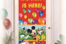 Mickey & Minnie / Mickey, Minnie i ich przyjaciele to najbardziej znane postacie Disneya. Dlatego gadżety do nich nawiązujące doskonale sprawdzą się podczas urodzin dziecka.