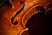 Cấu tạo và âm sắc của vĩ cầm (violin) / Cấu tạo và âm sắc đàn vĩ cầm ( violin)  Violin – vĩ cầm – nữ hoàng của các loại nhạc cụ  Chắc hẳn violin ( vĩ cầm ) không phải là nhạc cụ quá xa lạ với người nghe nhạc . Nhưng tại sao violin lại được mệnh danh là nữ hoàng của các loại nhạc cụ ?