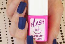 """Flash Mat e Flash Fluo / Due nuove e imperdibili versioni di Flash, il top coat ad effetto gel che asciuga subito lo smalto. Si tratta di Flash Mat che dona un finish opaco alla manicure e Flash Fluo per """"accendere"""" lo smalto alle luci ultraviolette!"""