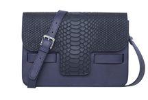 ACCESSORIES / Handbags, leather goods, totes, satchels, purses