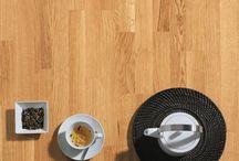 Laminat / Laminatböden sind allgemein preiswerter als andere Bodenbeläge. Zusätzlich ist der Laminatboden extrem strapazierfähig und besitzt eine geringe Kratzempfindlichkeit. Hier stellen wir dir unser Room-Up Sortiment an Laminat vor ! Entdecke unser Laminat für deine eigenen 4 Wände und gestalte sie so individuell wie du möchtest!