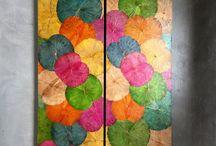 Lotusblatt Bilder / LOTUS WALL ART - Echte Lotusblatt Bilder, geerntet, bis zu acht Mal in Farbe gekocht, wie T-Shirts auf Wäscheleinen getrocknet, zu Kunstwerken in über 18 Farben verarbeitet und abschließend mit goldfarbigem Lack zum Erstrahlen gebracht. Atemberaubend, magisch faszinierend und farbgewaltig!