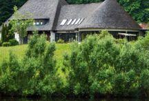 Unser Hotel / Unser Ferienhotel liegt auf einem Hügel, umsäumt von altem Baumbestand mit einem herrlichen Blick auf den Forellenteich.