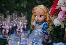 Festa Alice no País das Maravilhas / Aniversário infantil com decoração temática de Princesas da Alice no País das Maravilhas, uma das personagens da Disney favoritas das meninas. Festa de 9 anos no Espaço Florescer Eventos, buffet infantil lúdico na Zona Leste de São Paulo.