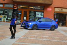 Autfit inspirovaný Subaru Impreza WRX STI / Stejně jako Ferrari musí být červené, legenda mezi sportovně-závodními auty, Subaru WRX STI, musí být v modré. Do královské modré jsem sladila i já.