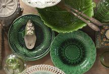 De Potstal aardewerk en servies / In our shop we sell beautiful old crockery and pottery.