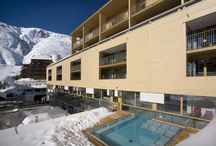 Hotel The Crystal / The Crystal Hotel is located right on the ski slopes and provides direct access to the elite Obergurgl ski area. Clear lines and cubic design are striking features of modern architecture. This style is carried over into the hotel's interior and its 102 guest rooms. | http://lifestylehotels.net/en/hotel-the-crystal |