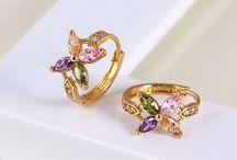 ENJOY GOLD DIVATÉKSZEREK / AZ ENJOY GOLD ÉKSZER  Luxus kategóriájú prémium divatékszer. 18, 14 és 24 karátos aranyötvözet! Az ékszereket nem sima aranyozással készítik , hanem az alap fém felületét vastag arany réteggel növelik , kitöltik.  Angolul/gold filled/. Az ékszerek minden darabja fémjelzett.  MEGRENDELÉS UTÁN POSTAI ÚTON KÉZBESÍTJÜK  KI. RENDELÉS :skype: kunpisti   Email: pistikun@gmail.com 15 EZER FORINT FELETTI VÁSÁRLÁS ESETEN AJÁNDÉK ÉKSZERT ADUNK!