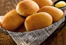 breads rolls / by Nia Dorta