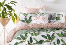 Кровать, постельное белье...