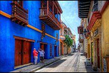 Cartagena tu #PróximoDestino / Cartagena es sin duda una ciudad llena de historia colonial reflejada en sus murallas, en sus caminos de piedra, en sus balcones y en la arquitectura de la ciudad antigua.