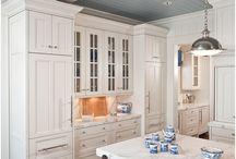 Favorite Kitchen Bits /  Cool colours & kitchen ideas