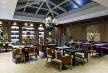 I Sofa Bar Restaurant & Roof Terrace - Photogallery / L'ambiente moderno e di design, grazie ad una successione di spazi intimi e di salette diverse, offre la possibilità di scegliere vari scenari. Durante la stagione estiva e condizioni meteorologiche permettendo, il bar ed il ristorante si trasferiscono presso il Roof Terrace situato all'ultimo piano dell'hotel Indigo Rome - St. George.