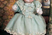 antiqe dolls