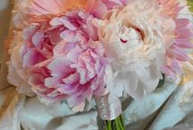 Wedding Flowers / Wedding Flower Inspiration / by Alexis Chong