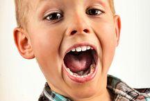 Sesja Nataniel / Zdecydowanie bardziej naturalnie będzie wyglądał uśmiech na twarzy dziecka w trakcie zabawy (np. na huśtawce), niż takiego, któremu kazano się uśmiechnąć tak po prostu, do zdjęcia.