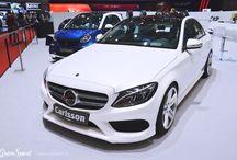 GENEWA 2015: CARLSSON MERCEDES-BENZ C W205 / Klasa C to jeden z najlepiej sprzedających się modeli Mercedes-Benz. Najmniejszy sedan z gwiazdą na masce od zawsze przekonywał do siebie eleganckim designem, połączonym z najnowszymi technologiami oraz wysoką trwałością. Brakowało mu jednak odrobiny polotu i własnego stylu. Właśnie z tego powodu Carlsson prezentuje kolejny już pakiet modyfikacji, tym razem dedykowany najnowszej Klasie C – modelowi W205.   http://gransport.pl/blog/genewa-2015-carlsson-mercedes-benz-w205/