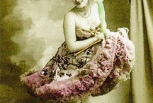 Flirty Vintage Gals