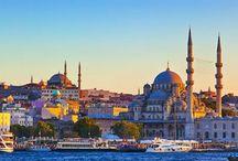 İstanbul Gezilecek Yerler / İstanbul'da o kadar çok gezilecek görülecek yer var ki anlatmakla bitmez. İstanbul tarihi ve doğal zenginlikleri bakımından dünyanın en önde gelen şehirlerinden biridir. Günden güne artan nüfusu ve buna bağlı olarak karmakarışık bir hal alan kent dokusuyla; kaos içinde kendine özgü bir düzen oluşturmuştur.
