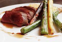 Vleesgerechten / Een overzicht van heerlijke vleesrecepten. Als vleesliefhebber kan ik erg genieten van een lekker gerecht met vlees in de hoofdrol!