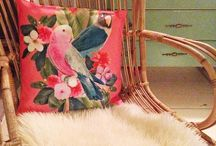 Zeeman Bei unseren Kunden zu Hause / Bei unseren Kunden daheim.  Aufgenommen bei unseren Kunden zu Hause. So sehen Sie selbst, wie sich unsere Textilien machen. Das zeigen wir in diesem Monat in unserem Faltblatt und in unseren Läden. Vielleicht kommen Sie ja auch auf Ideen. Zeeman.  So einfach kann es sein.