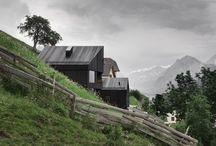 INSPIRACJE  I  po prostu fajne  domy mieszkalne / domki na zboczu, małe zgrabne domki harmonijne z krajobrazem