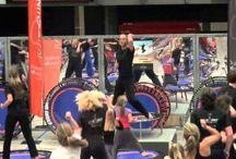 JustBounce workout op de bellicon / JustBounce is een fitnessconcept op de bellicon. JustBounce bestaat uit coördinatie-, balans-, conditie-, interval-, freestyle-, kracht-, stretch- , en ontspanningsoefeningen. Het grote voordeel van JustBounce® is dat je het kunt doen in je eigen ritme en op je eigen niveau. Maar JustBounce® kan ook prima worden ingezet tijdens bijvoorbeeld Personal Training, circuittraining en bootcamp.  www.justbounce.eu