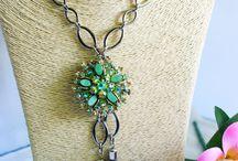 Vintage Jewellery / Beautiful and fashionable vintage jewellery
