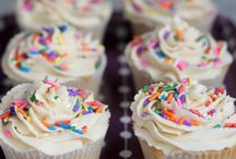 Cakes and Cupcakes Recipes / This board features easy, tasty, and healthier cupcake and cake recipes! From chocolate and vanilla to pistachio and mint, you'll find plenty of simple recipes that are gluten-free and/or vegan-friendly and lower in sugar.