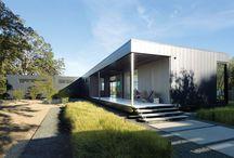 Casa modular en USA / Vivienda modular de una planta con amplias cristaleras situada en Solana Beach, California.