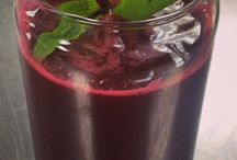 Raw juices. / Raw superfoods