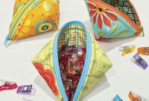 Sweetpea Pods / Adorable zip pouches using the One-Zip method and Lazy Girl trick for adding a zipper pull. / by Joan Hawley