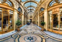 Glamorous Paris Neighborhood / Hermès to your left, Dior to your right, fine jewelers and the GRANDS MAGASINS in between, you're in the heart of CHIC and ostentatious Paris. The gilded roof of the Opéra…Theater, ballet, fashion...Where the ARTS blend divinely with history.