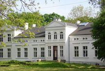 Kąkolewo - Pałac / Pałac w Kąkolewie został zbudowany pod koniec XIX wieku przez rodzinę Mielżyńskich, która była jego właścicielem do okresu międzywojennego. Po wojnie przez wiele lat w budynku mieściła się szkoła podstawowa. Obecnie jest on własnością prywatną.