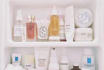 BEAUTY // Organization / Beauty shelfies and organization inspo.