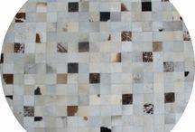Luxusné kožené koberce / Koberce z hovädzej kože v štýle patchwork si neustále vylepšujú svoju pozíciu v dnešných trendoch pri zariaďovaní bytov. Navštívte LacnýEshop na adrese https://www.lacnyeshop.sk/Koberce-kusove