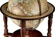 Mapas e globos terrestres.
