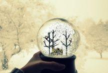 Snö Globar Jag bara älskar dessa. Själv har jag en stor samling hemma :) Snow Globe I just love them / by Fia Strandberg