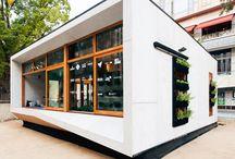 ArchBox / Vivienda modular de muestra en las calles de la ciudad.