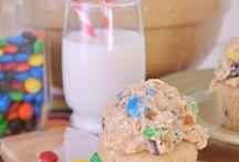 Cupcakes, cupcakes, cupcakes! / by Kim Korn